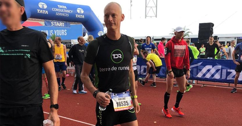 vincent sur la ligne d'arrivée du marathon