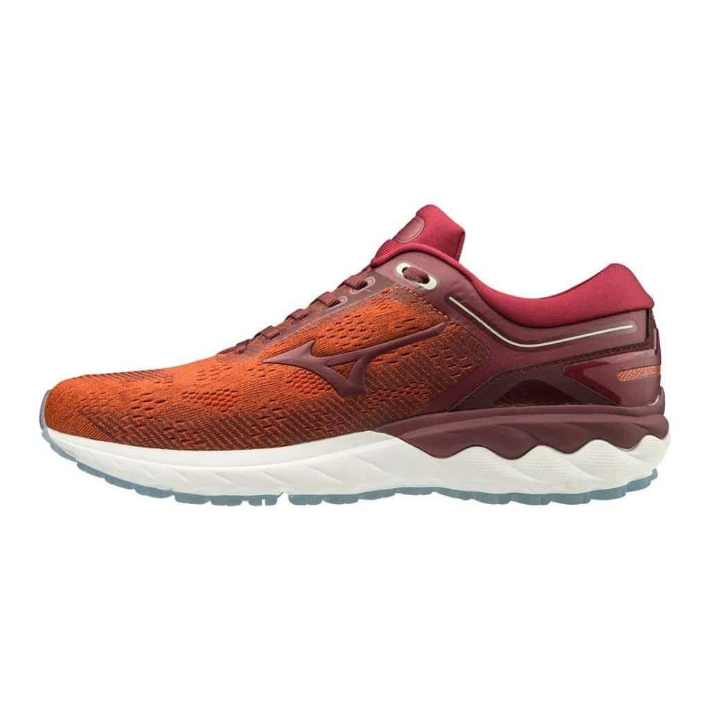 Chaussure Mizuno Wave Skyrise de profil, colori rouge, version homme.