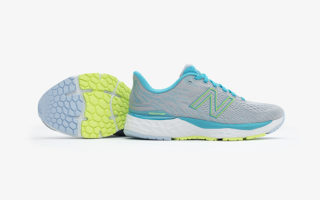 Paire de chaussures running NewBalance 880 V11